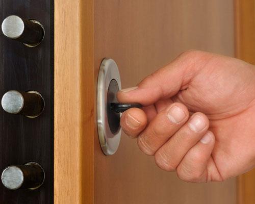 открывание входной двери