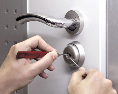 открывание дверного механизма