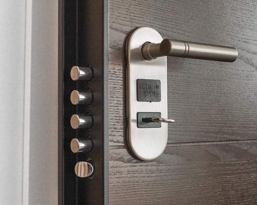 механизм дверной конструкции