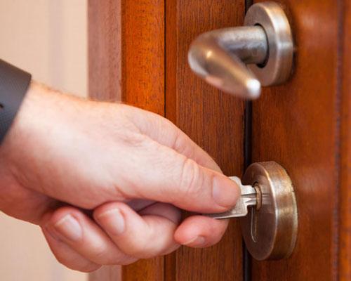 открывание дверного замка